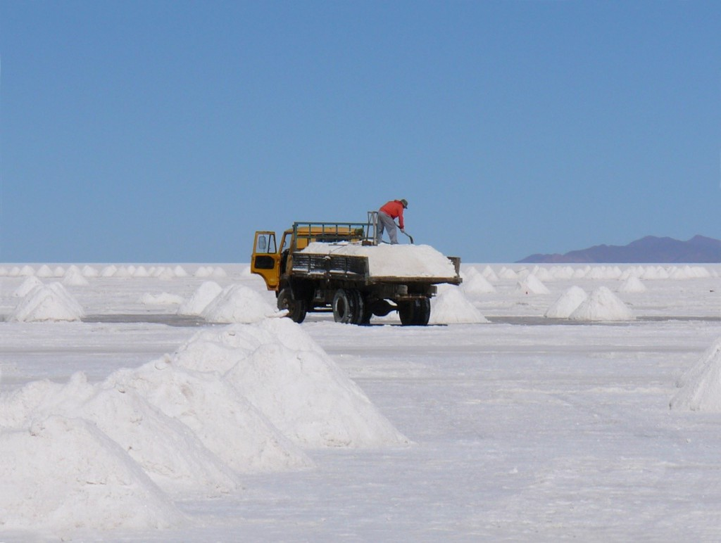 Quelle: https://upload.wikimedia.org/wikipedia/commons/8/87/Salt_production_Uyuni.JPG