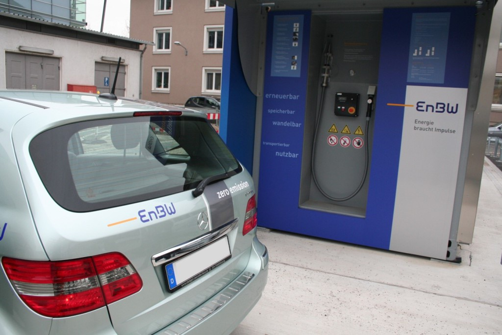 Quelle: https://upload.wikimedia.org/wikipedia/commons/7/74/Wasserstofftankstelle_EnBW_5.jpg